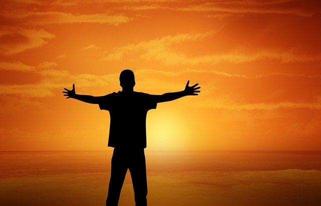 muž pri západe slnka.jpg
